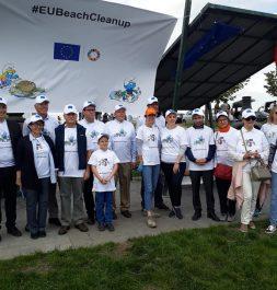 Avrupa ülkeleri büyükelçileri ile birlikte Mogan Gölü'nde çevre temizlik etkinliklerine katıldık