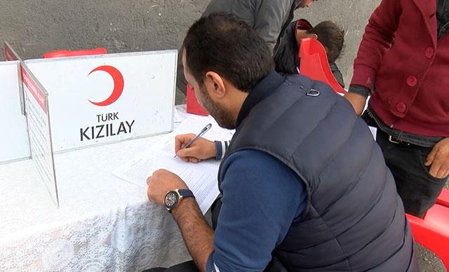 Sokak Atıkları Toplayıcılar Derneği üyelerinden Türk Kızılaya kan bağışı